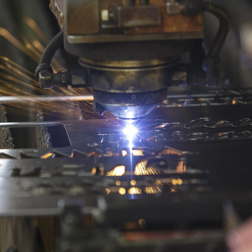 レーザー加工の実施