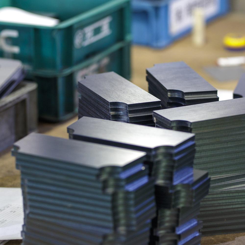 レーザー加工品の検品&梱包